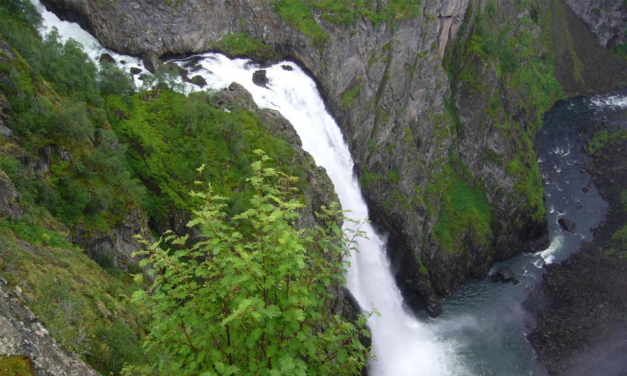 Attukal_Waterfalls.jpg