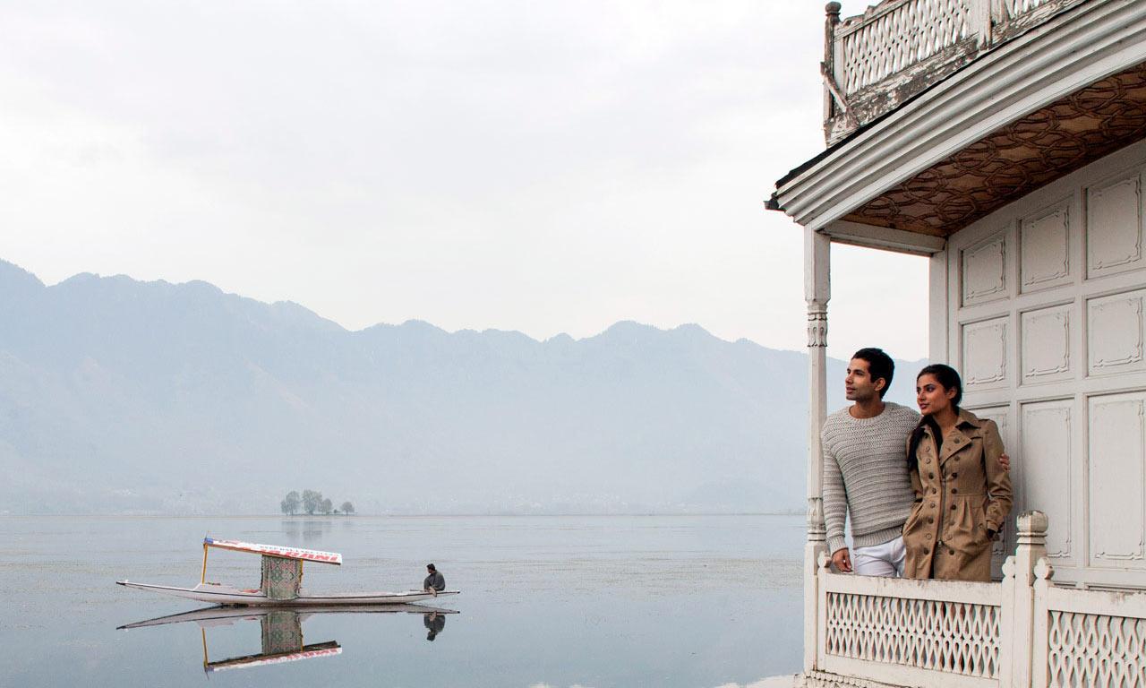 Shikara_Ride_Houseboat_in_srinagar.jpg