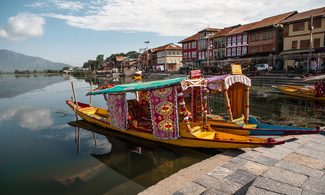 Shikara_Ride_In_Srinagar.jpg