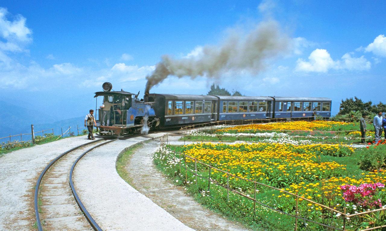 Toy_Train_Darjeeling.jpg