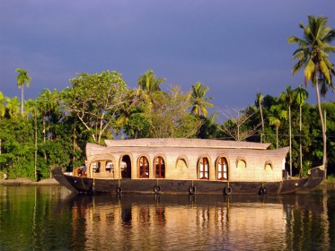 Alleppey_Backwaters.jpg
