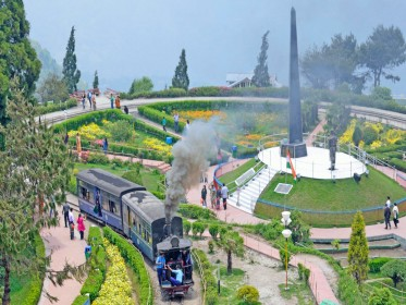 Plan Your Honeymoon Summer Vacation Holidays In Darjeeling Gangtok At Best Price Call 91 8826410377 Now