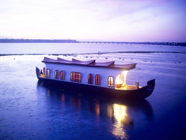 Kerala-Houseboat-Honeymoon.jpg